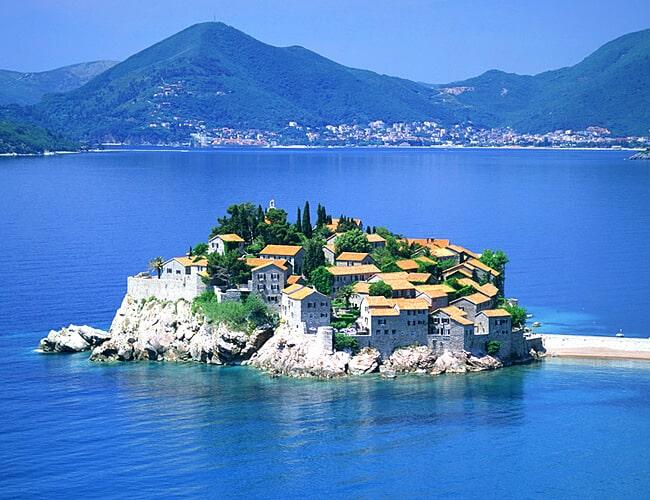 Гражданство Черногории – не прошло и полгода...
